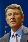 220px-Philippe_de_Villiers_-_Meeting_in_Toulouse_for_the_2007_French_presidential_election_0165_2007-04-16_cropped.jpg