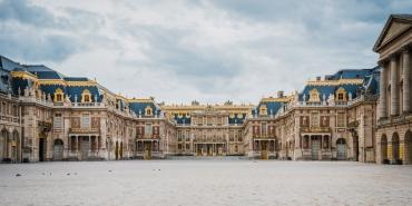 Versailles-cour-ligne-droite.jpg