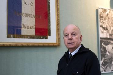 614194-le-maire-de-fontgombault-jacques-tissier-pose-dans-le-hall-de-la-mairie-le-22-janvier-2014.jpg