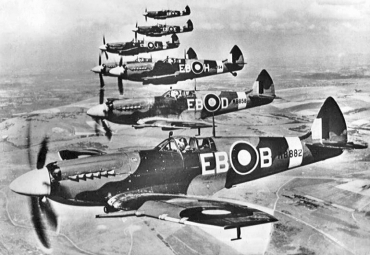 Supermarine_Spitfire_F_Mk_XIIs_of_41_Sqn.jpg