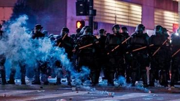 Les-extrémistes-participant-aux-émeutes-aux-États-Unis-ce-que-nous.jpg