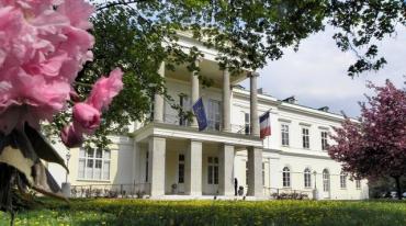 palais-clam-gallas-siege-de-l-institut-francais-a-vienne-autriche_5404057.jpg