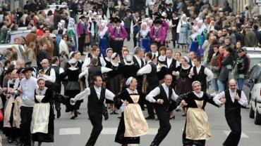 le-tradideiz-depoussiere-la-danse-bretonne.jpg