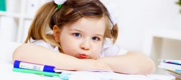 kozzi-little_girl_and_her_mother_studying-2387x1591-1456x648.jpg