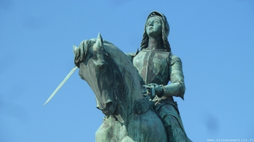 place-martroi-statue-jeanne555.jpg