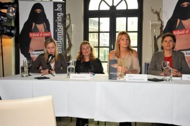 persconferentie-hoer-noch-slavin.jpg