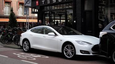 street-white-holland-netherlands-car-amsterdam-electric-store-442795-845x475.jpg