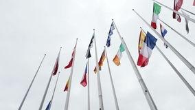 ue-et-drapeau-français-pilote-le-mi-mât-au-parlement-européen-48723476.jpg
