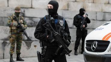 policiers-et-militaires-le-20-novembre-2015-a-bruxelles_5467620.jpg