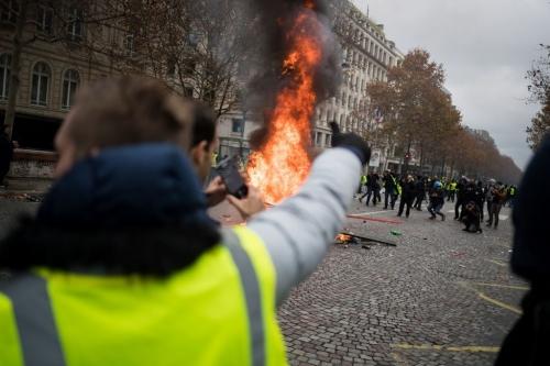 manifestation-mouvement-des-gilets-jaunes-sur-les-champs-elysees.-paris-novembre-2018_exact1024x768_l.jpg
