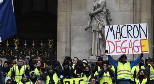 Macron dégage.jpg