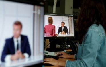 1325032-retransmission-de-l-entretien-televise-d-emmanuel-macron-avec-deux-journalistes-le-14-juillet-2020.jpg
