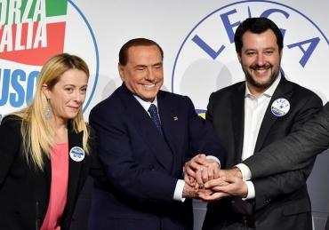 gauche-droite-Giorgia-Meloni-presidente-parti-Freres-dItalie-Silvio-Berlusconi-leadeur-Forza-Italia-Matteo-Salvini-Ligue-Nord-Rome-1er-2018_1_729_512.jpg