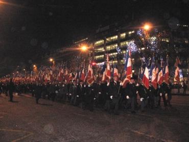 Champs Elysées drapeaux.jpeg