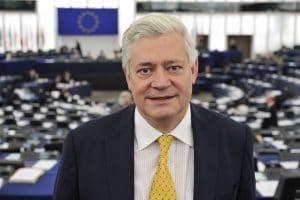 Bruno-Gollnisch-au-Parlement-europeen-de-Strasbourg-300x200.jpg