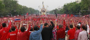 87333-thailand-red-shirts-mark-1-year-anniversary-of-anti-government-protest-565x250.jpg