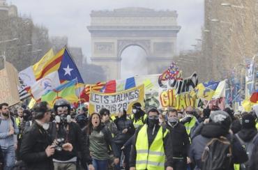 Manifestants-gilets-jaunes-16-2019-Champs-Elysees_1_729_481.jpg